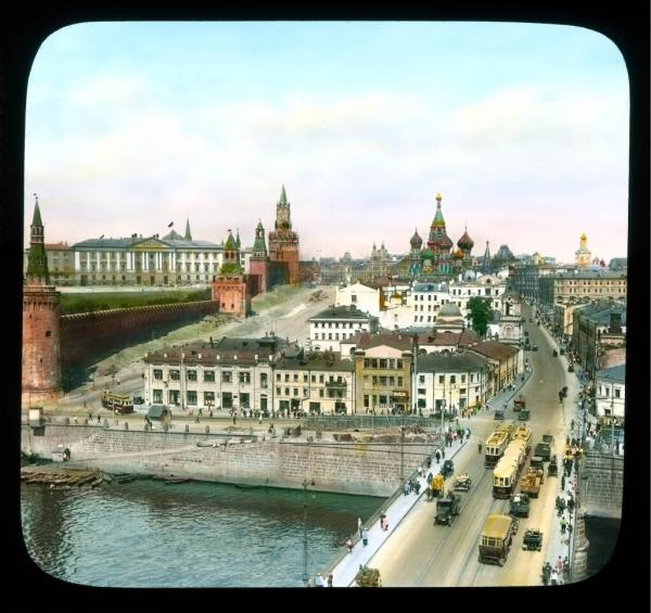 Старая Москва, вид на Москворецкую улицу и Васильевский спуск от Большого Москворецкого моста