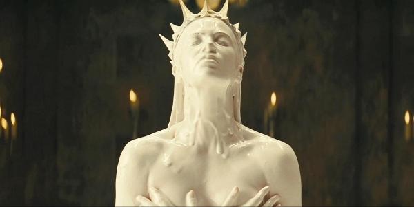 Шарлиз Терон (Королева Равенна)