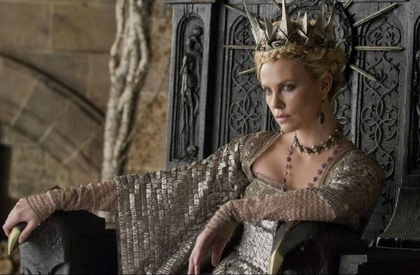 Charlize Theron (Королева Равенна)